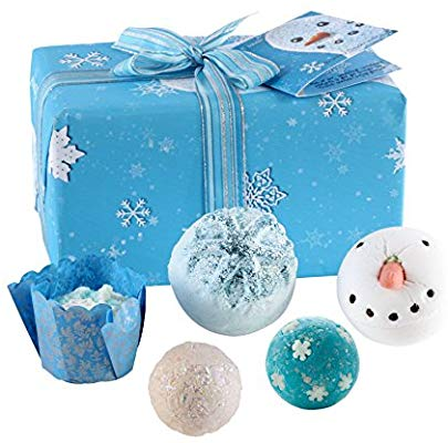 Stunning baby blue and snow flakes wrapped box with dark blue ribbon tied in a box ontop. Inside is 6 blue/white/silver decorated bauble style bath fizzers